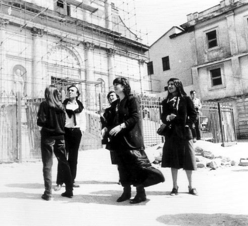 Maggio 1981: il Maestro Claudio Abbado nella zona del Duomo.
